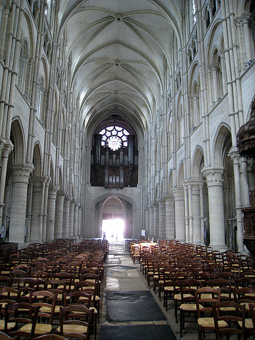 View towards the back (entrance) of the cathedral of Laon.
