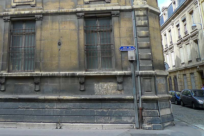 Some of the stonework at the corner of the building of the College des Bons Enfants.