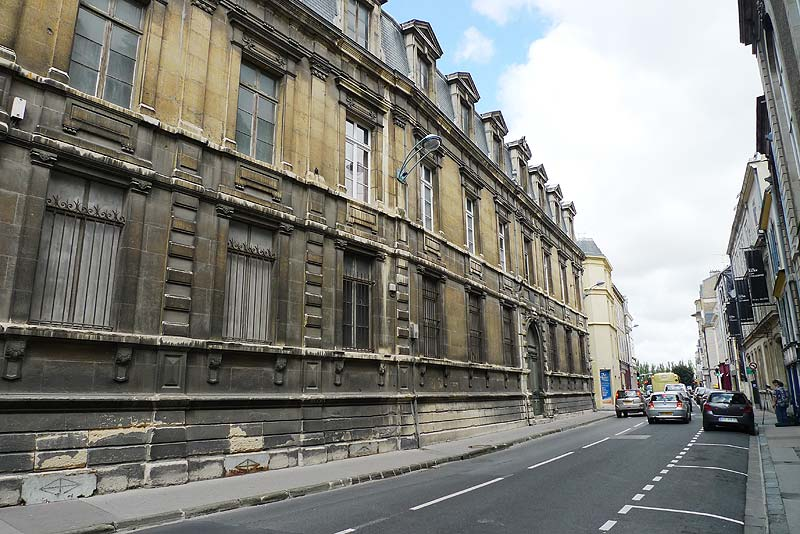 Looking down the street in front of the College des Bons Enfants.