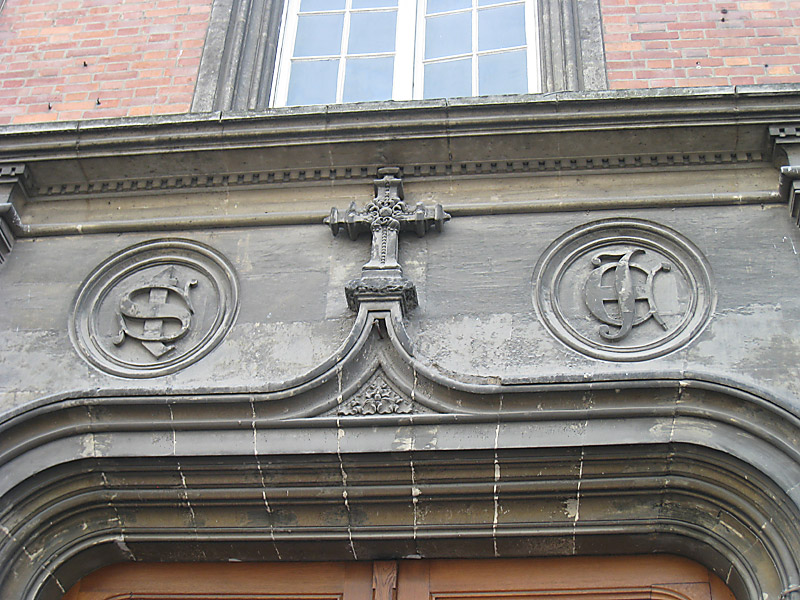 Inlays over the doorway of the motherhouse in Reims of the Sisters of the Child Jesus.