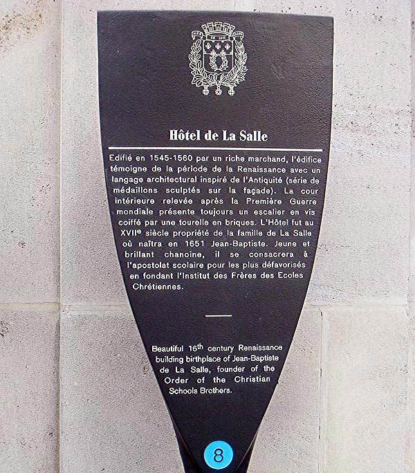 The historical marker for Hotel de la Cloche, located on the street in front of the house.