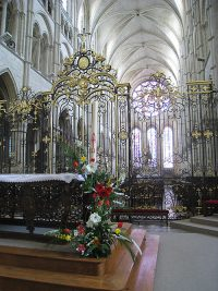 Front altar area of the cathedral of Laon.