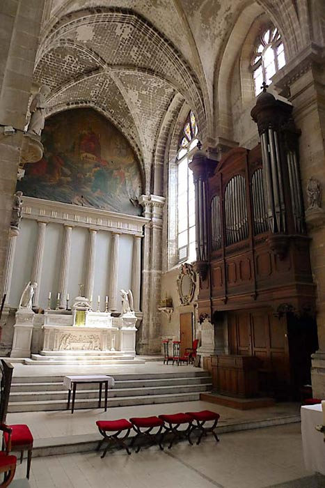 Inside of the church of Saint Maurice in Reims.