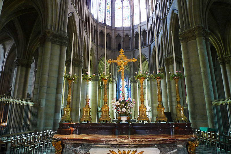 The top of the main altar of the Reims Cathedral. The area behind the altar contained the choir stalls for the canons. De La Salle occupied stall 21, which no longer exists.