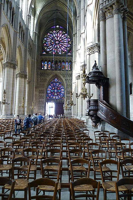 The 17th century pulpit and the back area of the Reims Cathedral.