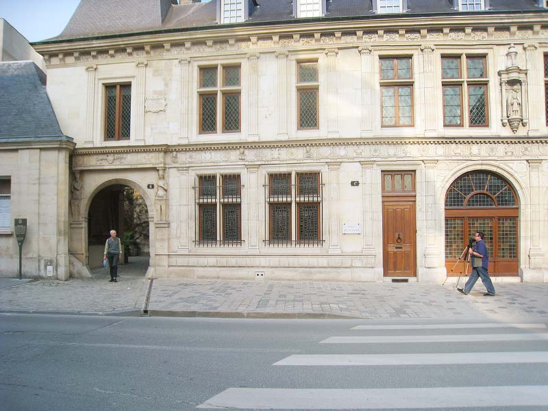 The front of Hotel de la Choche, showing the street extending to the left. In the time of De La Salle, the street made an abrupt turn here.