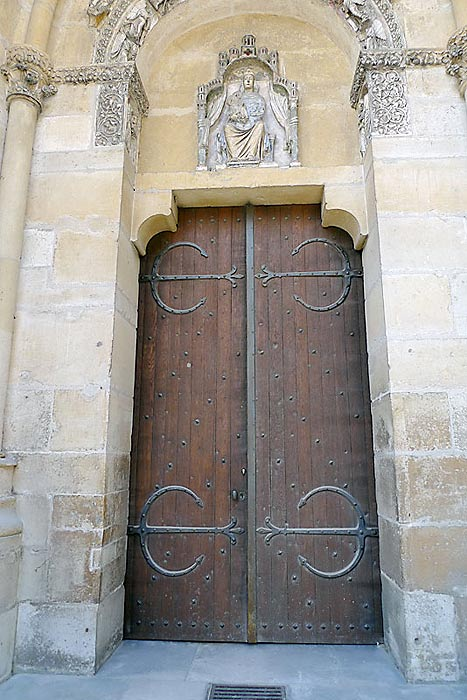 Detail of the side door of the Reims Cathedral through which the Canons would enter for their daily prayer duties. De La Salle would have used this door during the 16 years that he was a Canon.