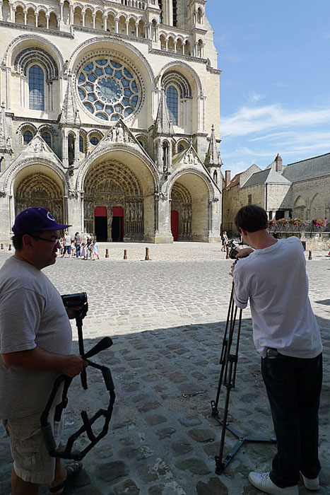 Setting up cameras in front of the cathedral of Laon.
