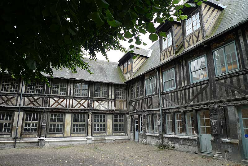 Cloister of St. Maclou – In the Footsteps of De La Salle