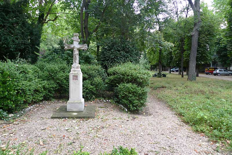 Crucifix in the garden of the Carmelite Abbey in Paris.