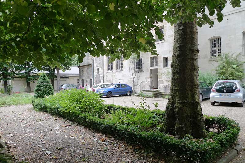 Garden of the Carmelite Abbey in Paris.
