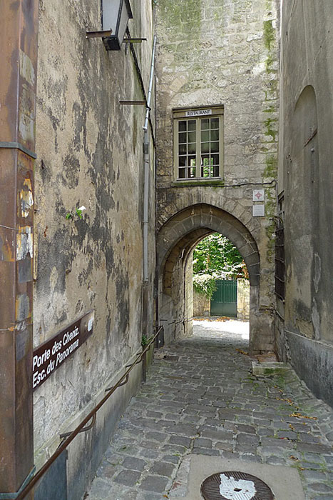 A side street in Laon, near the cathedral of Laon.